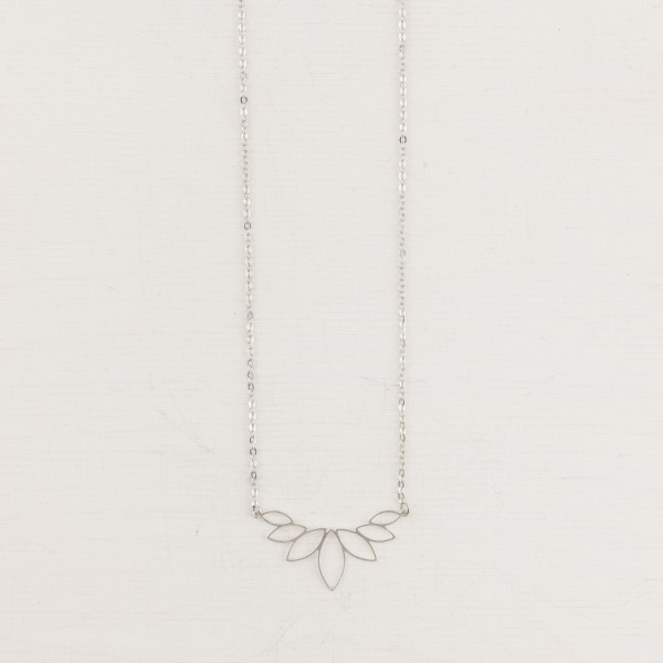 Necklace short Lotus small lasered