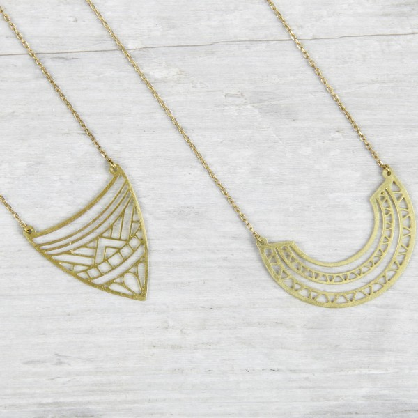 Necklace short tiny Beads asymmetrical