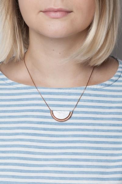 Necklace short Gem Tube and Howlite