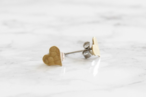 Studs geometric Heart hammered