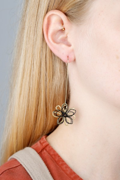 Earring hanging Flower Black & Gold